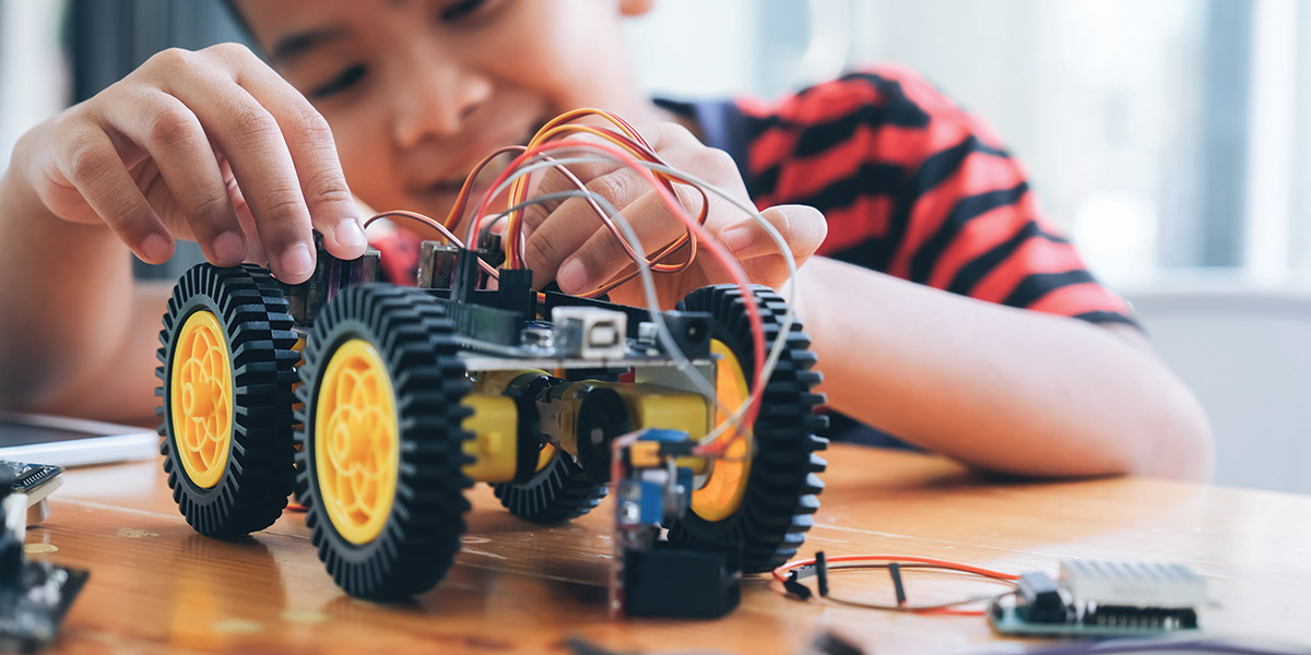UH Chemical Engineering Grad Offering 'Idea Lab' for Kids
