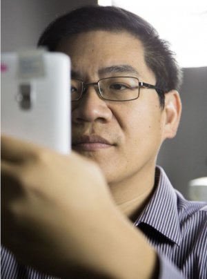 Electrical and computer engineering Associate Professor Wei-Chuan Shih and his DotLens technology