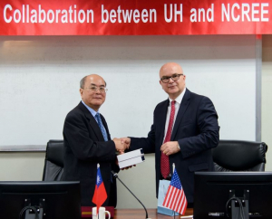 Kuo-Chun Chang, NCREE director general and Cullen College CEE Chair Roberto Ballarini