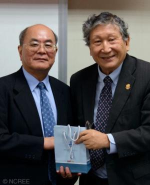 Kuo-Chun Chang, NCREE director general and Cullen College Professor Thomas Hsu