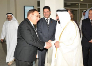Cullen College Biomedical Engineering Chair Metin Akay greets His Highness Sheikh Dr. Sultan Bin Mohammad Al Qasimi, member of the Supreme Council of United Arab Emirates and ruler of Sharjah, during the Middle East Conference on Biomedical Engineering.