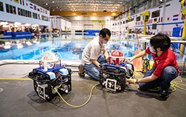 Assistant Professor Aaron Becker and robotic swarm lab members conduct tests of a submersible ROV pairing at the Neutral Buoyancy Lab in August.